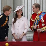 El Príncipe Harry y los Duques de Cambridge en Trooping the Colour 2013