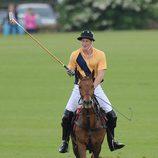 El Príncipe Harry en un partido de polo benéfico en Gloucestershire