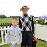 Sharon Stone y su hijo en la Copa de la Reina de Polo