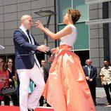 Pitbull baila con Jennifer Lopez por su estrella en el Paseo de la Fama de Hollywood