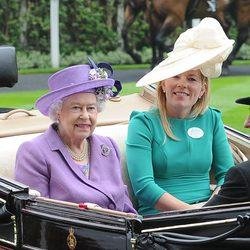 La Reina Isabel con Peter Phillips y Autumn Kelly en Ascot 2013