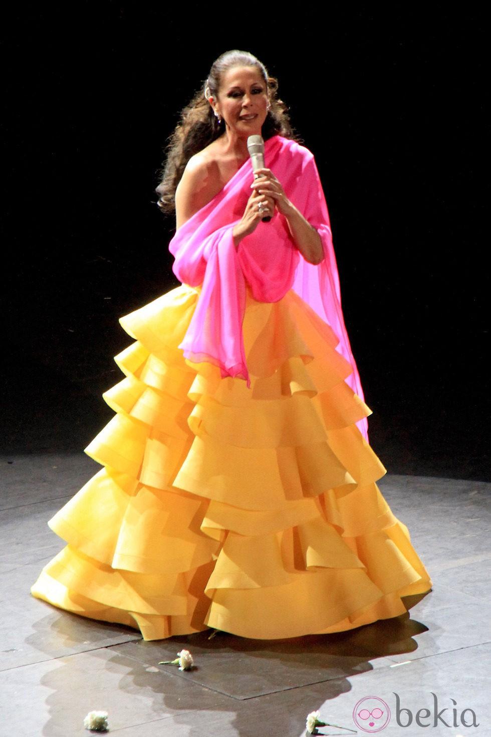 Isabel Pantoja en un concierto ofrecido en Sevilla