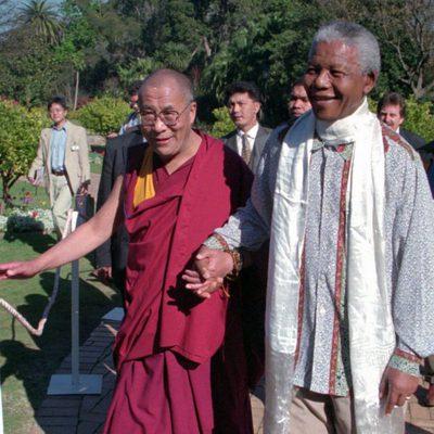Nelson Mandela con el Dalai Lama en 1996
