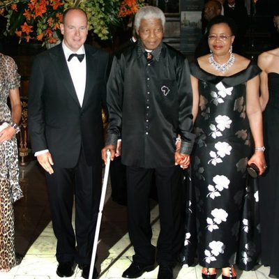 Nelson Mandela y su esposa con parte de la familia real de Mónaco