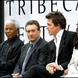 Nelson Mandela con Robert de Niro, Hugh Grant y Whoopi Goldberg en el Festival de Tribeca