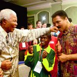 Nelson Mandela bromea con Muhammad Ali