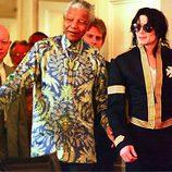 Nelson Mandela con Michael Jackson en Ciudad del Cabo