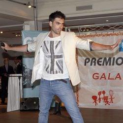 Zeus Tous actuando en la entrega de los Premios La Cazuela 2013