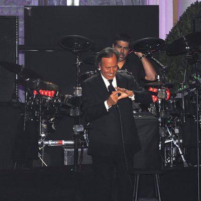 Julio Iglesias en su concierto en Barcelona