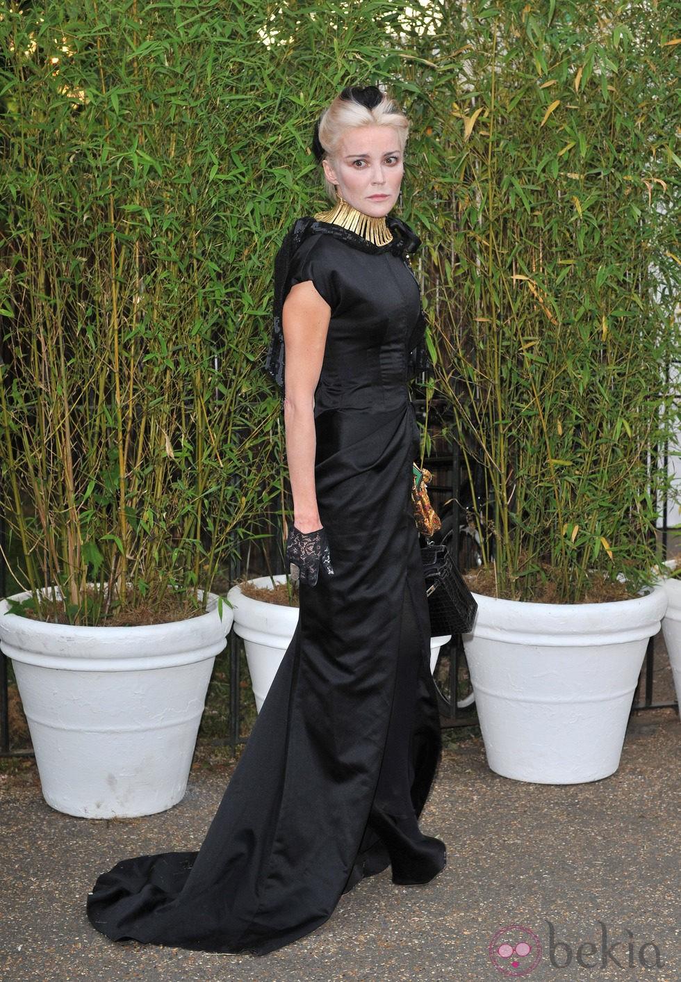 Daphne Guinness en una fiesta celebrada en los jardines del Palacio de Kensington