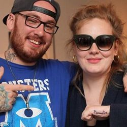 Adele con el tatuador Bang Bang