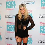 Kesha a su llegada al iHeartRadio Ultimate Pool Party 2013