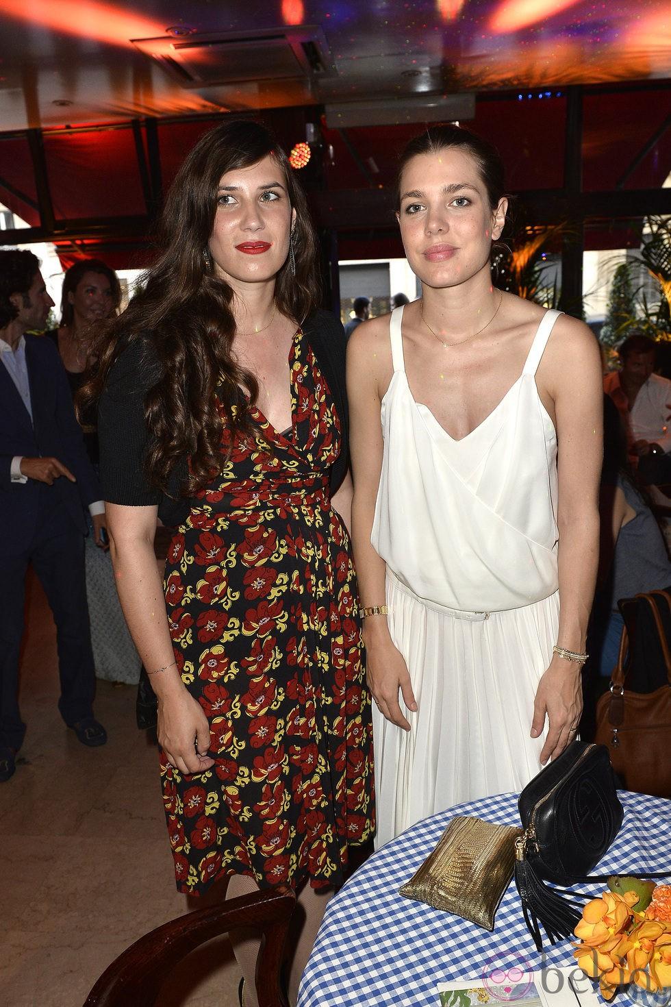 Tatiana Santo Domingo y Carlota Casiraghi en una fiesta en París