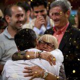 Juan Manuel abraza a su madre tras la victoria de la final de 'Masterchef'