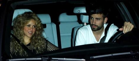 Gerard Piqué y Shakira a la salida de un restaurante en Los Angeles