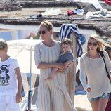 Uma Thurman con su hija Rosalind en las playas de Saint Tropez