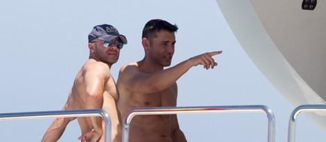 Jesús Vázquez y Roberto Cortés disfrutan del verano en un barco en Ibiza