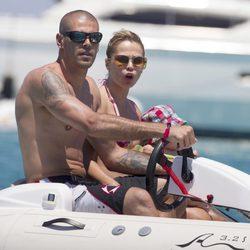 Víctor Valdés y Yolanda Cardona pasan el verano en Ibiza