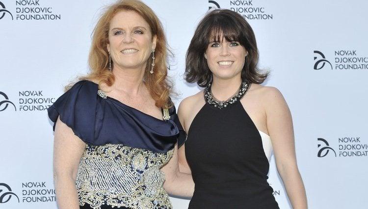 Sarah Ferguson y Eugenia de York en una cena solidaria de la Fundación Novak Djokovic