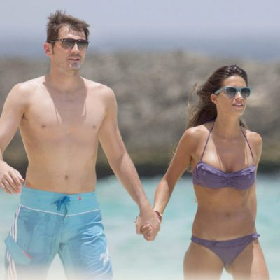 Iker Casillas y Sara Carbonero paseando cogidos de la mano por el Caribe