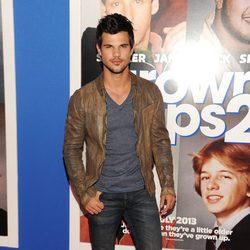 Taylor Lautner en el estreno de 'Niños Grandes 2' en Nueva York