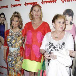 Lina Morgan acompañada en la presentación de la obra de teatro 'Más sofocos' en Madrid