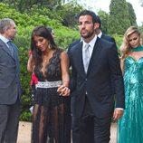 Cesc Fábregas y Daniella Semaan en la boda de Xavi Hernández y Nuria Cunillera