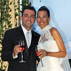 Xavi Hernández y Nuria Cunillera, sonrientes en el día de su boda