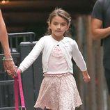 Suri Cruise pasea con su madre tras una sesión de gimnasia