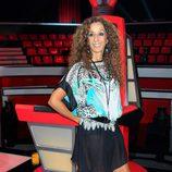 Rosario Flores posando en su silla en la presentación de la segunda edición de 'La Voz'