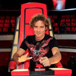 David Bisbal posando desde su silla en la presentación de la segunda edición de 'La Voz'