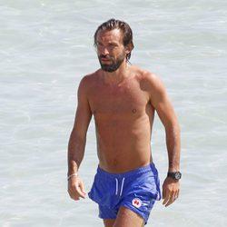 Andrea Pirlo disfruta de la playa durante sus vacaciones en Ibiza