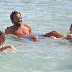 Andrea Pirlo se divierte con sus hijos durante sus vacaciones en Ibiza