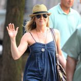Jennifer Aniston pasea muy feliz tras concretar su boda con Justin Theroux
