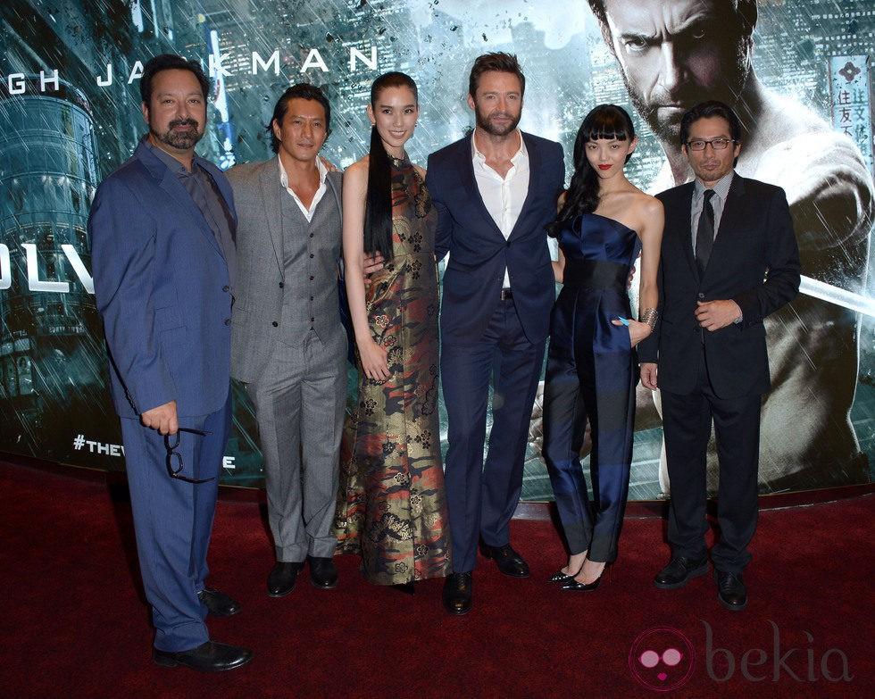 Los actores y el director de 'Lobezno Inmortal' en el estreno mundial en Londres