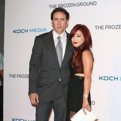 Nicolas Cage y Alicie Kim en la premier de 'The Frozen Ground' en Londres