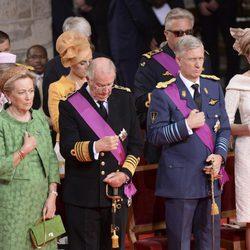 La familia real belga en el acto de investidura del príncipe Felipe