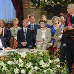 El Rey Alberto II se dirige al Primer Ministro durante la ceremonia de abdicación