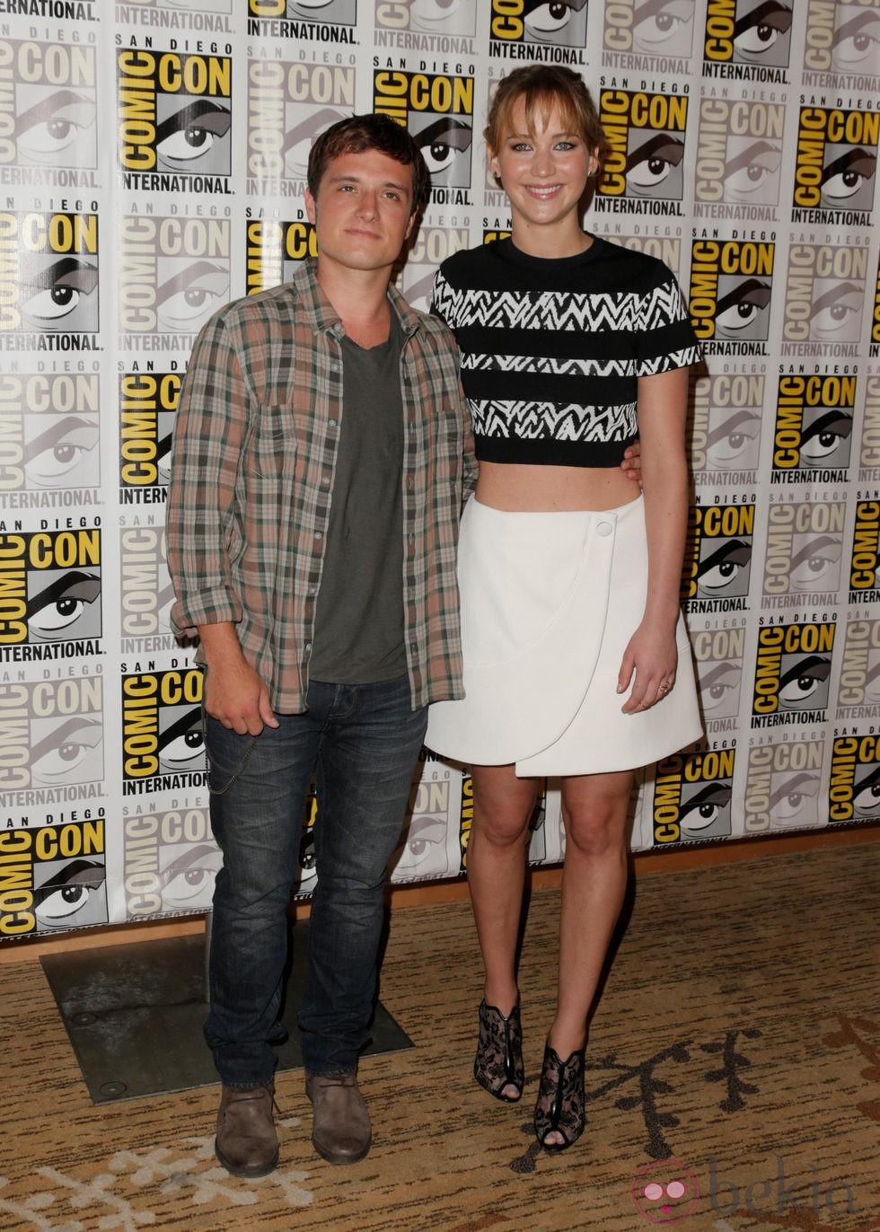 ¿Cuánto mide Josh Hutcherson? - Real height 44392_josh-hutcherson-jennifer-lawrence-comic-con-2013