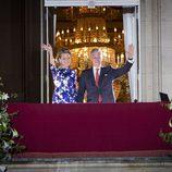 Felipe y Matilde de Bélgica saludan desde el Palacio Real en los actos finales de la coronación