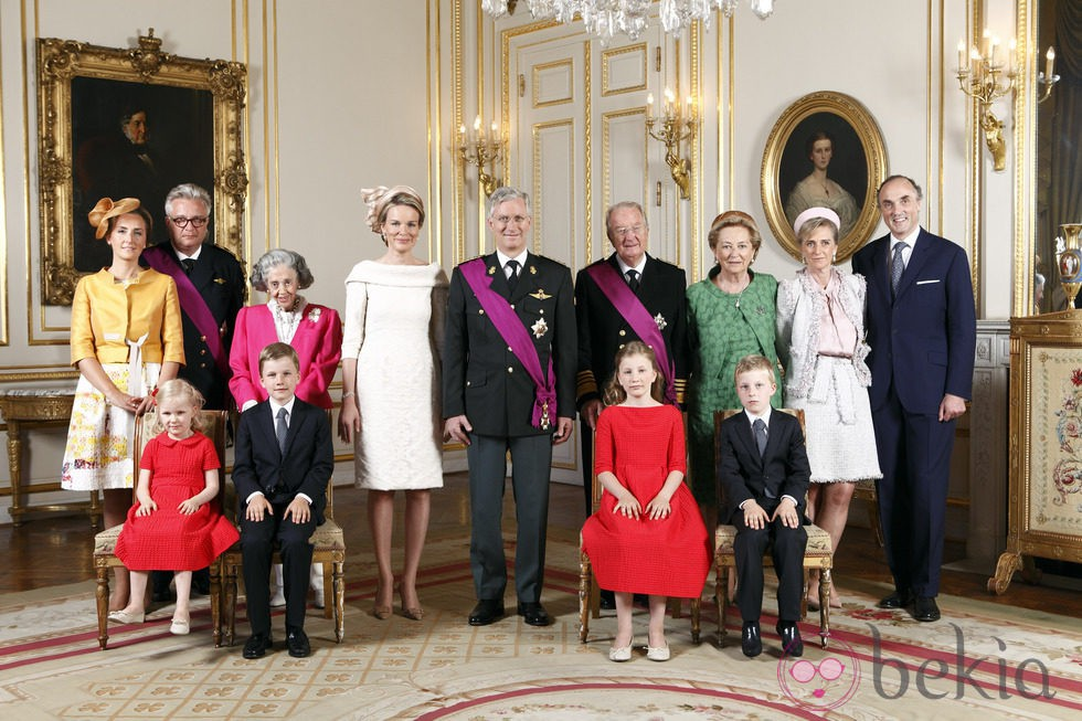Primer retrato oficial de la Familia Real Belga tras la coronación del Rey Felipe