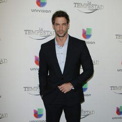 William Levy durante la premier de la telenovela 'La Tempestad' en Los Ángeles