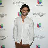 Iván Sánchez durante la premier de la telenovela 'La Tempestad' en Los Ángeles