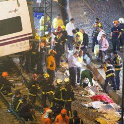 Ayudando a las víctimas de un tren en Santiago de Compostela