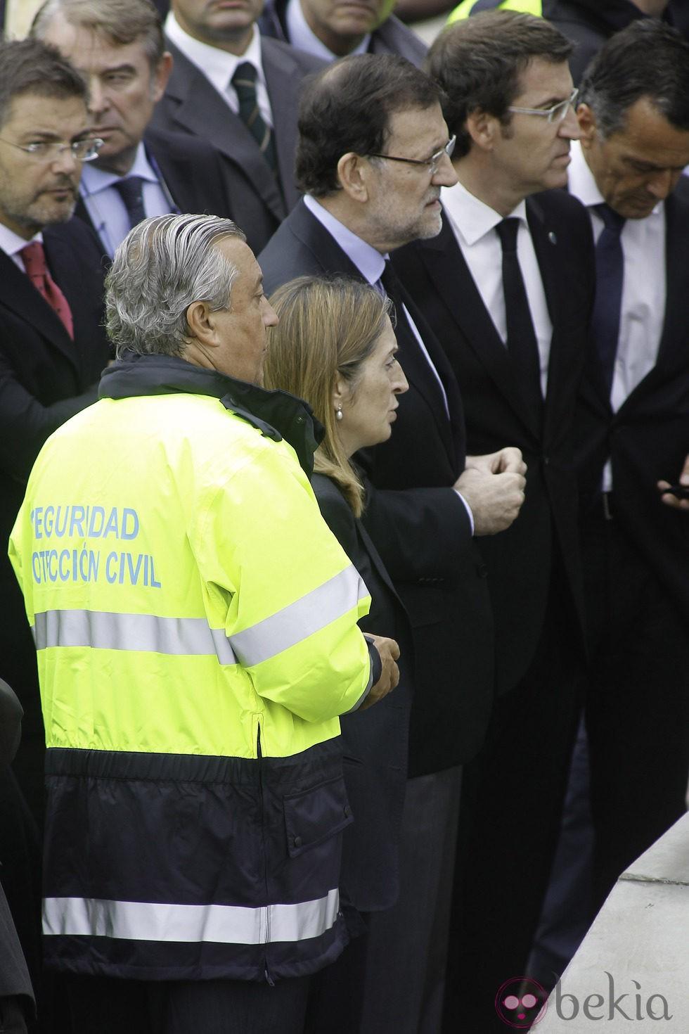 Mariano Rajoy visita el lugar del accidente ferroviario de Santiago con Ana Pastor y Alberto Núñez Feijóo