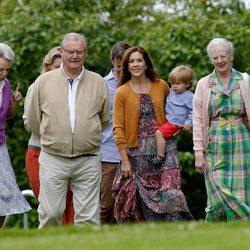 La Reina Margarita con los Príncipes Enrique, Mary, Vicente y Benedicta en Gråsten Slot