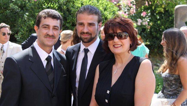 Mario Biondo con sus padres