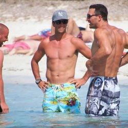 Fernando Verdasco luce cuerpo en Formentera junto a Wladimir Klitschko