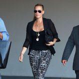 Molly Sims a su llegada al baby shower de la cantante Fergie
