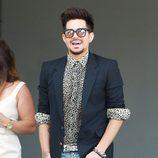 Adam Lambert a su llegada al baby shower de la cantante Fergie